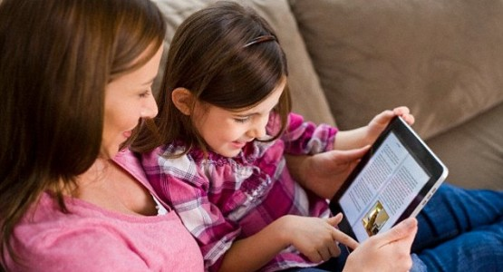 kidsonline-mom-and-kids-with-ipad
