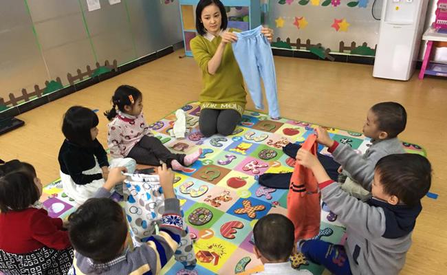 12 kỹ năng tự phục vụ mà bố mẹ và thầy cô cần trang bị cho trẻ mầm non