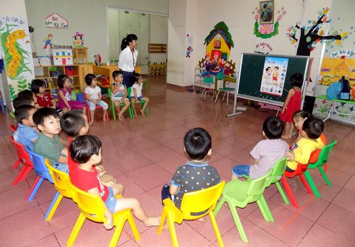 Sáng kiến kinh nghiệm mầm non cho trẻ làm quen với hoạt động tạo hình