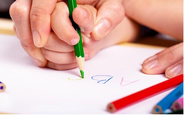 Dạy con học bảng chữ cái quá sớm - xu hướng sai lầm giết chết sự sáng tạo của trẻ1