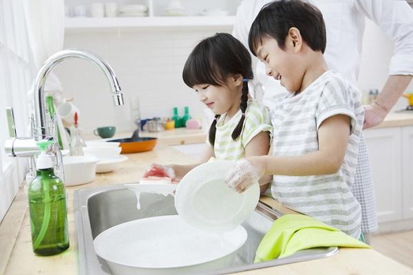 Kidsonline - Rèn luyện kỹ năng sồng - kỹ năng tự phục vụ cho trẻ mầm non 1