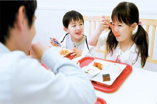 kidsonline - rèn luyện kỹ năng sống - kỹ năng tự phục vụ cho trẻ mầm non 3