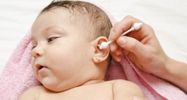 Hãy dừng ngay việc dùng tăm bông ngoáy tai cho trẻ 02