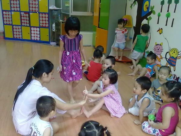 3 trò chơi tập thể cho trẻ mầm non trò chơi trồng nụ trồng hoa