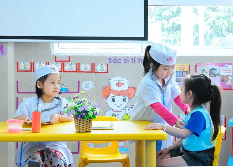 Những trò chơi đóng vai theo chỉ đề giúp trẻ kỹ năng làm việc nhóm cho trẻ 02