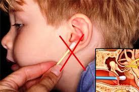 Hãy dừng ngay việc dùng tăm bông ngoáy tai cho trẻ! 01