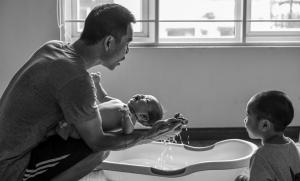 5 tình huống bố dạy con tốt hơn mẹ 2