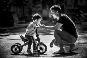 5 tình huống bố dạy con tốt hơn mẹ 1