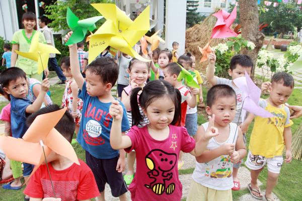 Cho trẻ tham gia trại hè trong nước và quốc tế