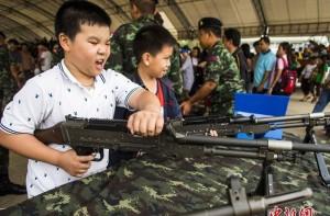 Súng đồ chơi - trò chơi cho trẻ tưởng không hại mà hại không tưởng