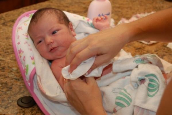 Hướng dẫn tắm cho trẻ sơ sinh
